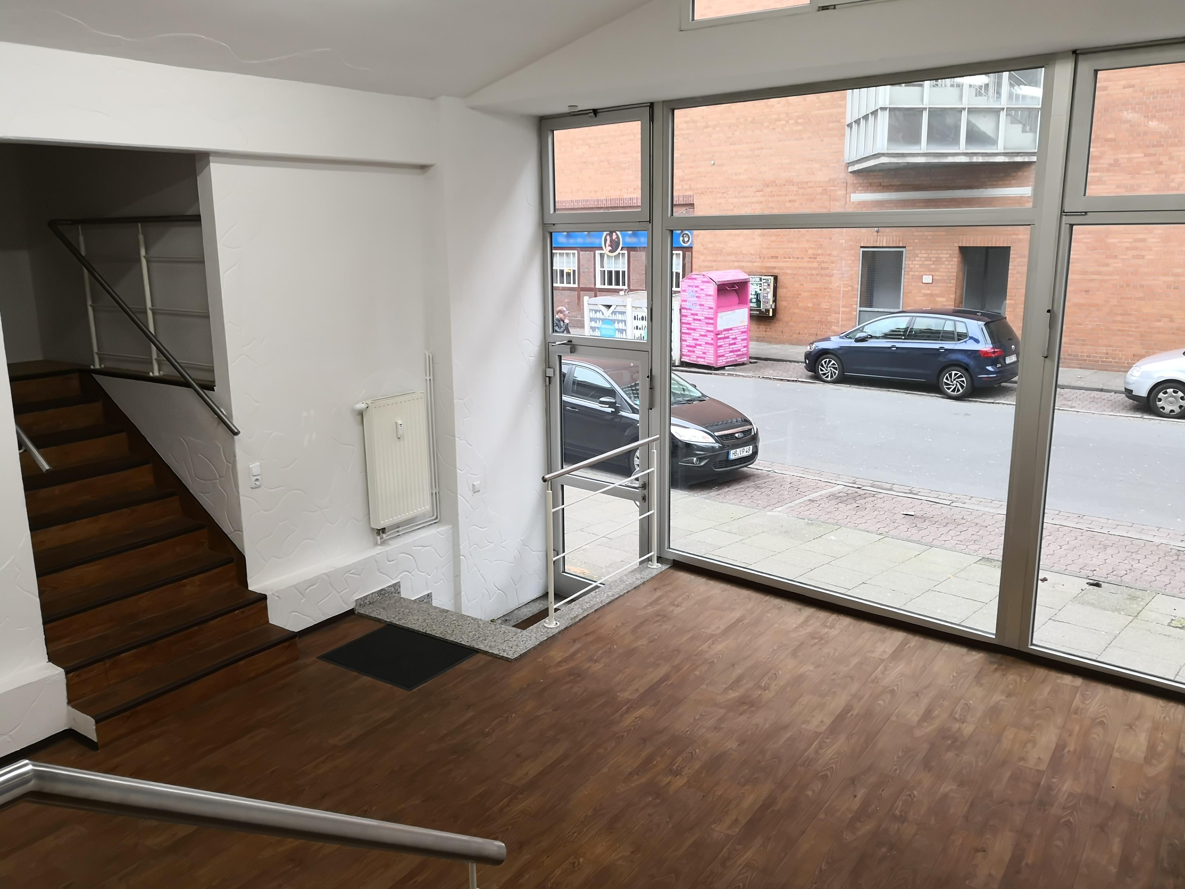 Raum 1 mit Eingangsbereich